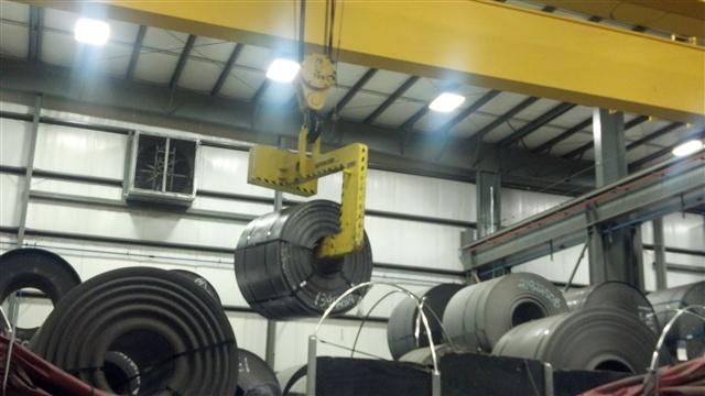 Gantry bridge crane below the hook coil grab coil for Motorized rotating crane hook